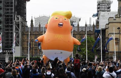 Es un globo gigante que se burla del presidente de EUA.