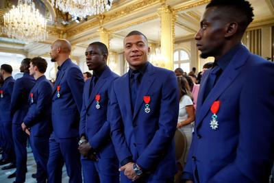 Selección francesa recibe máxima distinción del país