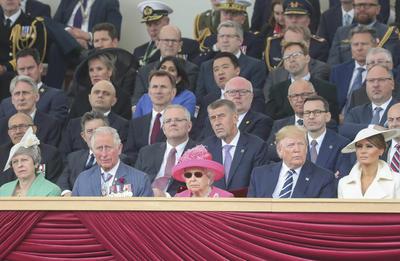 También estuvieron presentes la primera ministra británica, Theresa May, el príncipe Carlos y varios jefes de Estado y de Gobierno.