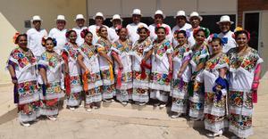 05062019 Grupo Xochipilli de Torreón, Coahuila, presentó bailes veracruzanos.