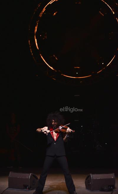 El violinista de alma zíngara se plantó frente a los descendientes de los irritilas, otros nómadas que fueron a verlo.