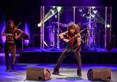 Su violín habló por él. Ejecutó la pieza de El todo, la cual interpreta con el ausente Kase.O.