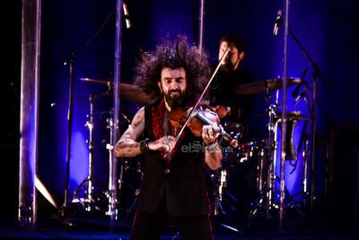 Bromeó provocando una sonrisa en el público, Malikian maneja la simpatía como domina al violín.