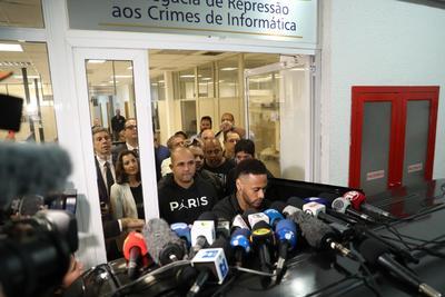 Se dio a conocer un video en su cuenta de Instagram en la que aparecen las conversaciones y las fotos de la mujer, lo que llevó a la Policía Civil de Río  de Janeiro a abrir una nueva investigación sobre la divulgación de las imágenes.