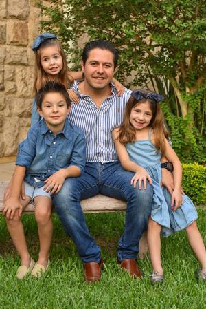 René con sus hijos René, Romi y Regina 1