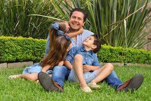 René con sus hijos René, Romi y Regina 10