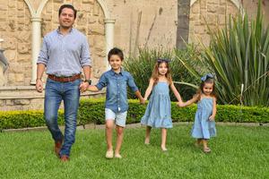 René con sus hijos René, Romi y Regina 12