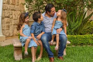 René con sus hijos René, Romi y Regina 18