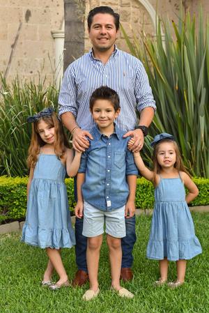 René con sus hijos René, Romi y Regina 2