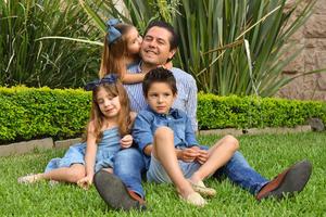 René con sus hijos René, Romi y Regina 7