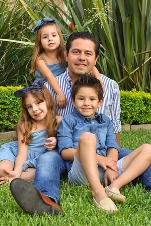 René con sus hijos René, Romi y Regina 5