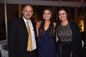 Eduardo, Ana Laura y Carmen