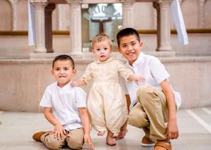 08062019 FESTEJAN AL DOBLE.  Mateo Flores Chacón celebró un año de vida, al igual que su bautismo. En la imagen, lo acompañan sus hermanos, Jesús Gilberto y Daniel Ricardo.
