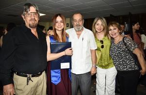 Daniela Peña con José Luis Rubio, José Jaime Peña, Juana Orozco y Perla Braña