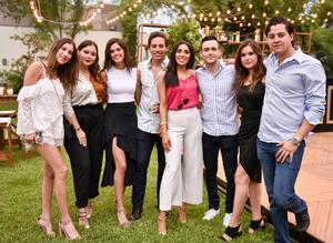 José Antonio con Ana Paula, Paulina, Andrea, Salma, Roberto, Sofía y Jerson
