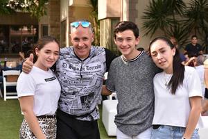 Paulina, Javier, Javier y Luisa