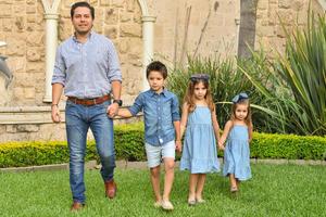 René con sus hijos René, Romi y Regina 11