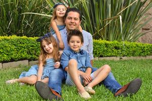 René con sus hijos René, Romi y Regina 6