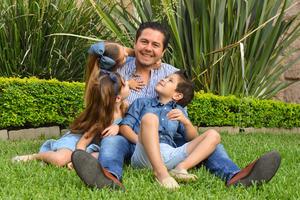 René con sus hijos René, Romi y Regina 9