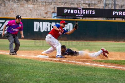 Roberto Valenzuela trajo la primera con rola al short, en tanto que Balbino Fuenmayor reportó la segunda con elevado de sacrificio al central.