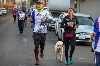 Algunos miembros de la prensa y otros corredores realizaron el recorrido con sus mascotas.