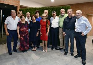 09062019 CELEBRA UN AñO MáS DE VIDA.  Jaime Méndez Vigatá acompañado de sus amistades.