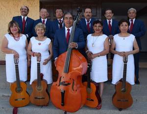 10062019 Rondalla Voces del recuerdo de Matamoros, Coahuila, con su director, Miguel A. Lozano.