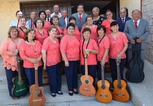 10062019 Conjunto Júbilo norteño de Tlahualilo, Durango, con su director, Ismael Sosa.