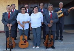 10062019 Rondalla Amistad de San Pedro de las Colonias, Coahuila, con su director, Arturo Alemán.