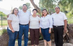 09062019 David y Juanita Robles con sus hijos Liliana Fabiola, Nazario y Sandra Verónica.