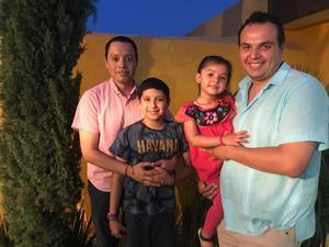 11062019 FINALIZA ETAPA ESCOLAR.  José Luis y Cecilia en la misa de graduación de Diego.