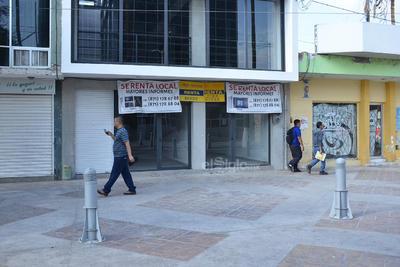 Son sólo 16 cuadras de este concepto comercial que precisamente llega hasta la calle Zaragoza.