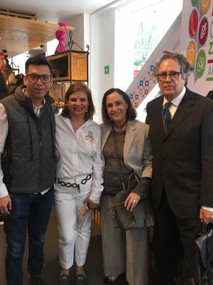 12062019 Pineda Damián, artista en joyería, Rosy Campos, subsecretaria de Desarrollo Artesanal, la actriz Diana Bracho y el artista Juan Manuel de la Rosa.