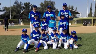 Equipo de beisbol Reales de la Sección 38 Categoría Chupones.