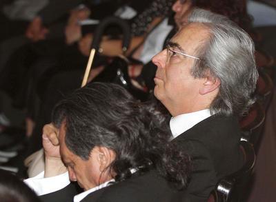 Mientras tanto, la platea del teatro se iba llenando de ciudadanos que querían despedirse de González, de 54 años de edad y fallecida este jueves de cáncer de ovarios.