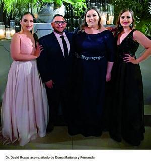 15062019 EN RECIENTE FESTEJO.  David Rosas con Diana, Mariana y Fernanda.