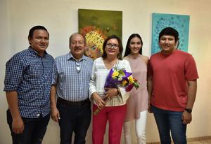 15062019 PRESENTA EXPO FRAGMENTOS.  Lorena Espinosa con su esposo, Ricardo Alemán Antúnez, y sus hijos, Lorena, Alan y José Ángel Alemán Espinosa.