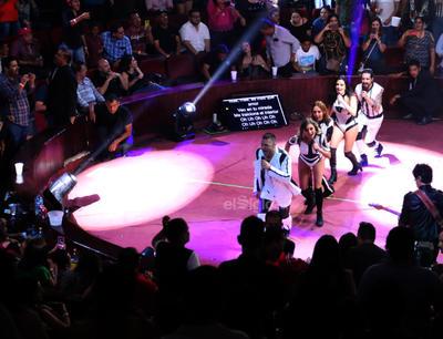 En todo momento, sus fanáticos corearon y bailaron con sus temas.