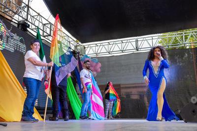 Al llegar a la Plaza de Armas en donde se realizó un concierto con la participación de artistas de la diversidad.
