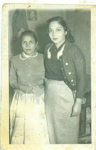 Ma. Engracia Agüero y Carmen Morales de Prieto.