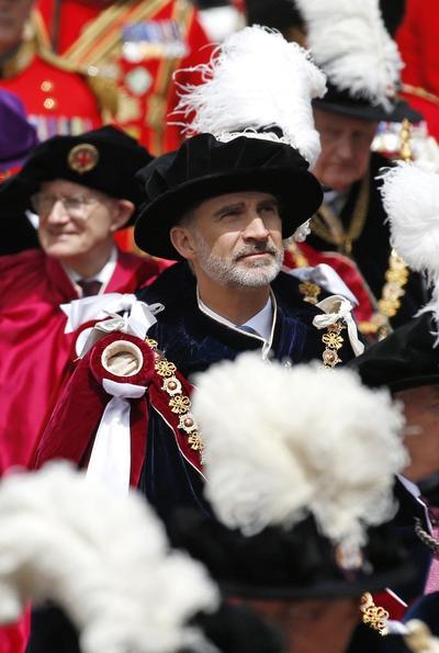 Portó también el sombrero negro con plumas de avestruz y el collar con el símbolo de la liga.