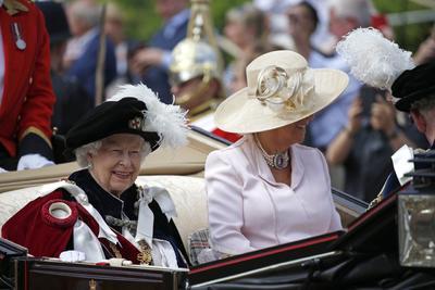 La reina Isabell II le dio tal distinción.