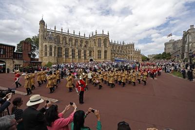 Todo se realizó en una ceremonia que atrajo a cientos.