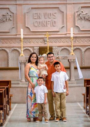 16062019 EN FAMILIA.  Matteo Flores Chacón acompañado de sus papás, Horacio Daniel Flores Peralta y Noelia Chacón Sánchez, y sus hermanos, Jesús Gilberto y Daniel Ricardo.