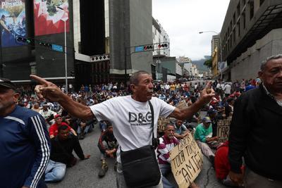 Las manifestaciones están ahora enfocadas en Michelle Bachelet.