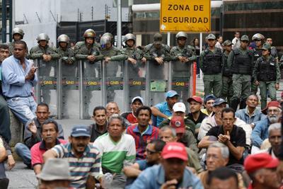 Las protestas fueron resguardadas por efectivos de seguridad.