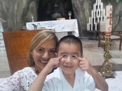 Miriam y su ahijado, Paquito.