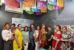 20062019 CUMPLE UN AñO MáS DE VIDA.  Silvia celebró su aniversario acompañada de sus amigas en un restaurante de la región.