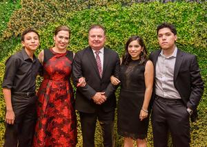 20062019 EN FAMILIA.  Dora Alicia con su esposo, Enrique González, y sus hijos, Ana Yolanda, Marcelo y Diego.