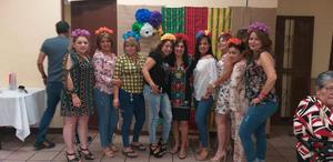 20062019 DIVERTIDA FIESTA.  Yolanda Aguilera acompañada de algunas amigas en su celebración de cumpleaños.